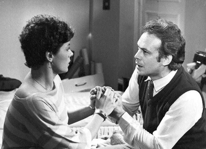 Em 'Brilhante', José Wilker era Oswaldo, um brasileiro residente na Suiça, que passa por uma forte crise no casamento envolvendo Luiza (Vera Fischer), amiga de sua mulher. (Foto: Cedoc / TV Globo)