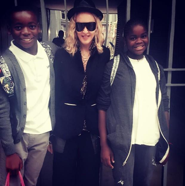Madonna e os filhos adotivos (Foto: Reprodução)