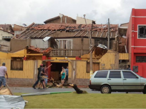 Corpo de Bombeiros ainda não possuí um número de casas destelhadas (Foto: Aline Oliveira/ TEM Você)
