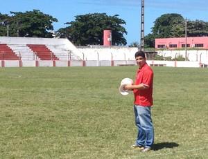 Bruno Almeida, fisioterapeuta do CRB (Foto: Henrique Pereira/ Globoesporte.com)