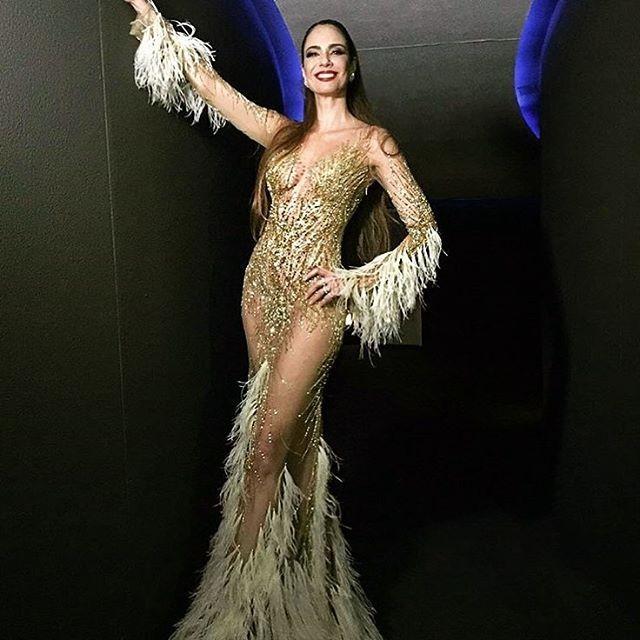 1487cbb1b Luciana Gimenez deixa pouco para imaginação em vestido extravagante ...