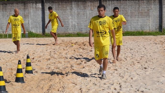 Meia acompanha elenco do Vilhena nos treinos para a semifinal (Foto: Jonatas Boni)