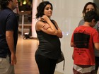 Vanessa Giácomo mostra barrigão em jantar com a família no Rio