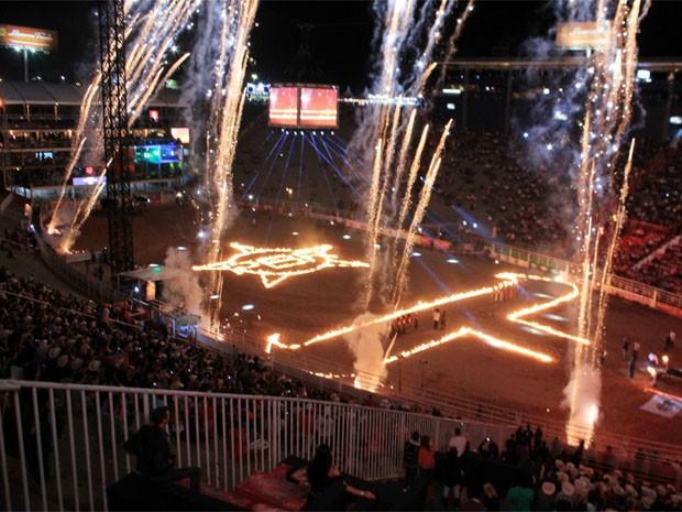 g1 fogos e arena em chamas abrem prova do iron cowboy em