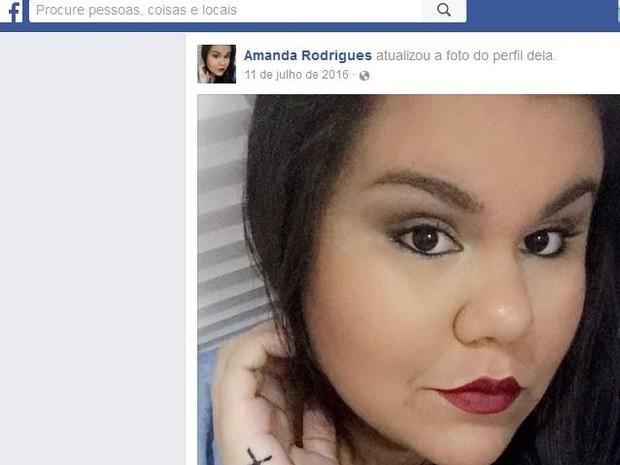 Amanda Rodrigues morreu após sentir fortes dores na barriga, onze dias após cirurgia (Foto: Reprodução/Facebook)