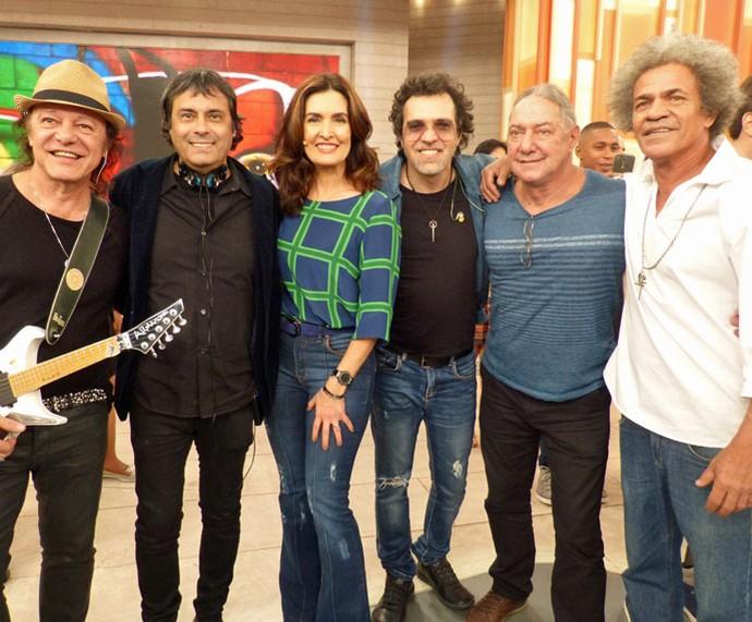 Fátima com os músicos de A Cor do Som e o cantor Moska (Foto: Carolina Morgado/Gshow)