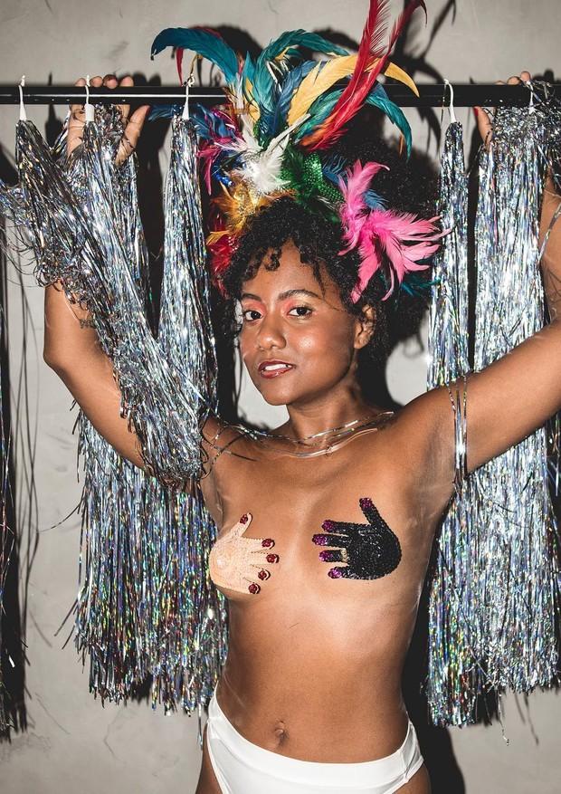 A influencer e jornalista Luiza Brasil, que assinou uma coleção com a Oculta (Foto: Reprodução/Instagram)