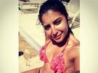 Priscila Pires posta foto de biquíni com barriga sequinha e nova tatuagem