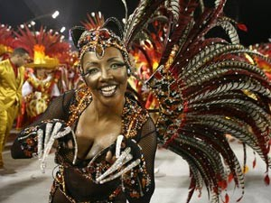 Andreia Gomes desfilou em 2011 com a fantasia de jaguatirica. (Foto: Daigo Oliva/G1)