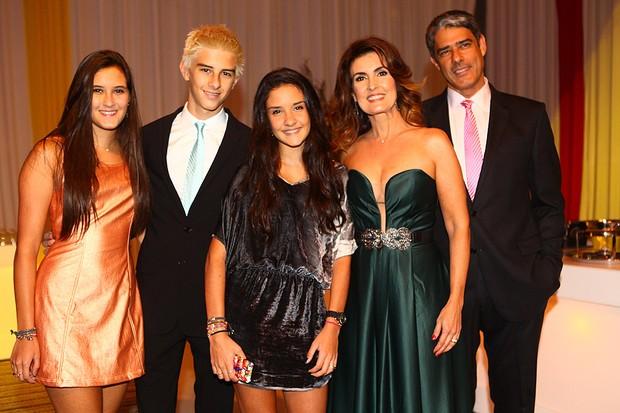 Fatima Bernardes, Willian Bonner e filhos em festa da Globo (Foto: Iwi Onodera / EGO)