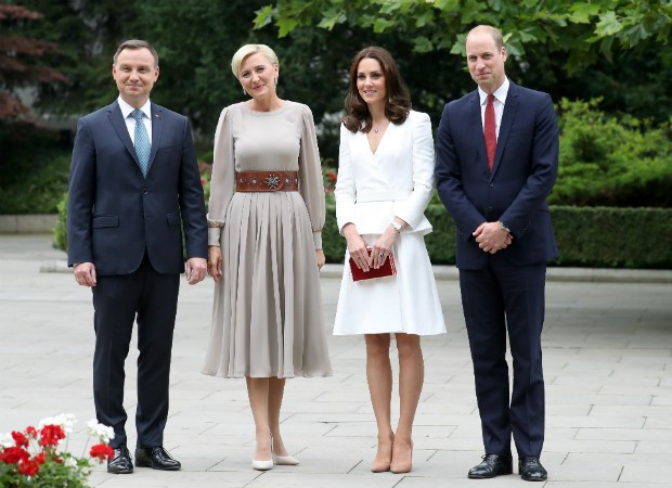 Kate Middleton e o Príncipe William posam com o presidente polonês, Andrzej Duda e a primeira-dama, Agata Kornhauser-Duda.  (Foto: Getty Images)