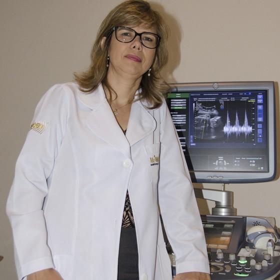 Médica Adriana Melo, detectou a microcefalia nos fetos de duas grávidas atendidas na clínica, em exames habituais de ultrasson (Foto: Alberi Pontes/ÉPOCA)