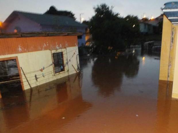 Chuva causou alagamentos em Campo Erê (Foto: Jandir Sabedot/www.campere.com)