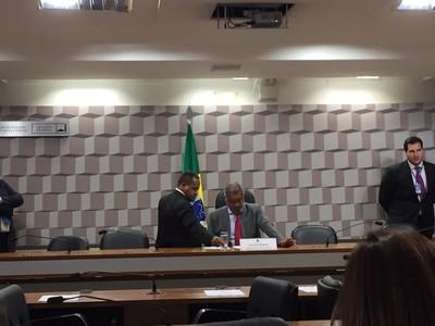 Romário em sessão da CPI do Futebol no Senado (Foto: Lucas Magalhães)