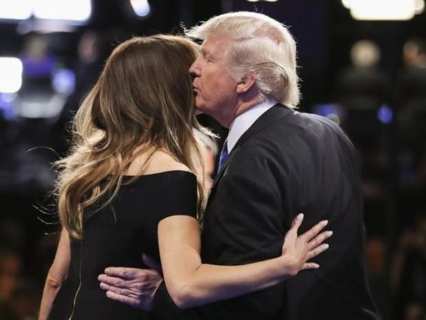 Trump com a mulher, Melania  (Foto: AP)