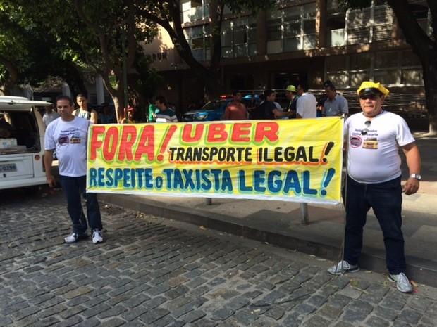 Taxistas protestam contra o Uber no TJ (Foto: Cristina Boeckel/G1)