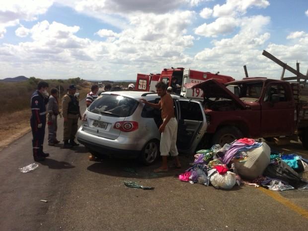 Caminhonete colidiu frontalmente com carro de passeio na BR-226 (Foto: Danilo Ribeiro/Inter TV Cabugi)