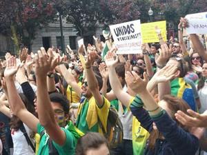 Manifestantes em Porto, Portugal (Foto: Camila Faria Pierotti/VC no G1)