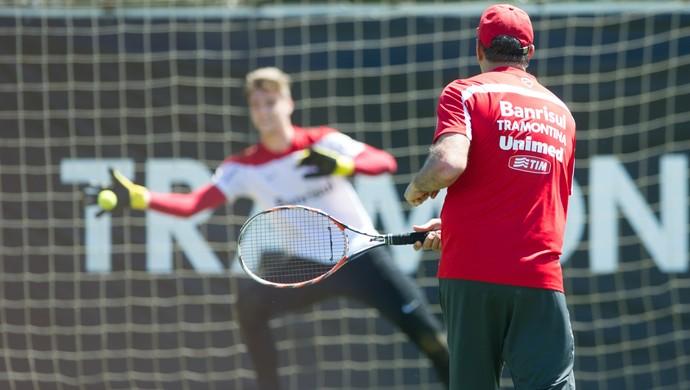 Inter goleiros bolinhas de tênis (Foto: Alexandre Lops/Internacional)