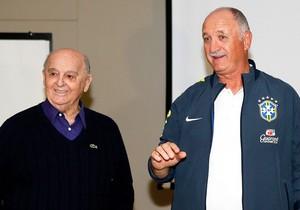Rubens Minelli e Candinho dão palestra para a Seleção (Foto: Rafael Ribeiro / CBF)