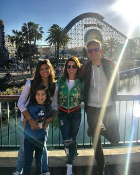 Flávia Alessandra e Otaviano Costa com Olívia e Giulia Costa em parque em Los Angeles, nos Estados Unidos (Foto: Instagram/ Reprodução)