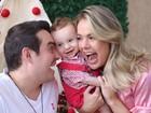 Thaís Pacholek e Belutti comemoram 8 meses do filho com ensaio fofíssimo