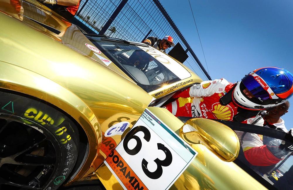 ...e os pilotos foram para o carro #63 reserva (Foto: Divulgação/Luca Bassani/Porsche Império GT3)