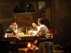 Paulo Gustavo janta com o namorado e com Anitta