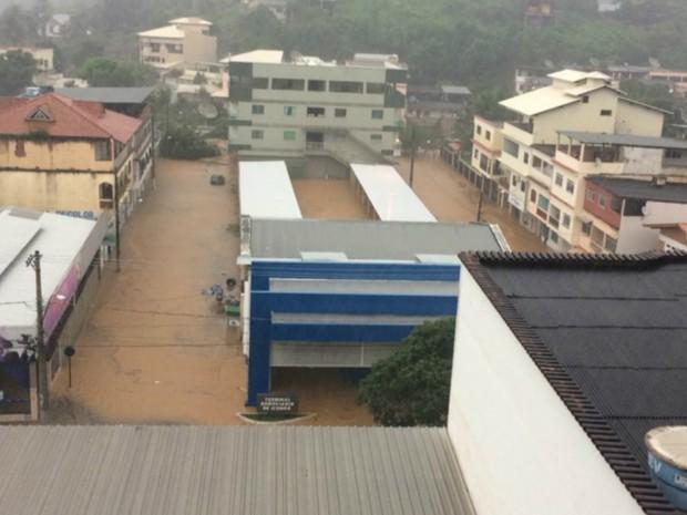 Chuva forte alaga Iconha, no Sul do ES (Foto: Dayana Veneli)