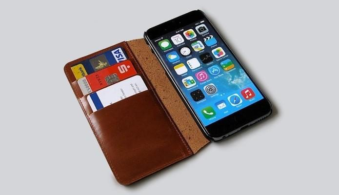 Capa carteira de couro para iPhone 6 feita à mão(Foto: Divulgação/Etsy)