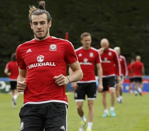 Gareth Bale no treino do País de Gales (Foto: Reuters/Gonzalo Fuentes)