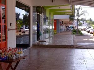 Comércio deve ficar fechado na sexta-feira (3) (Foto: Reprodução/TV Anhanguera)