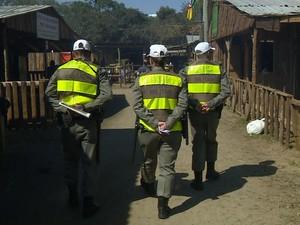 Policiais militares participam de treinamento em Porto Alegre (Foto: Reprodução/RBS TV)
