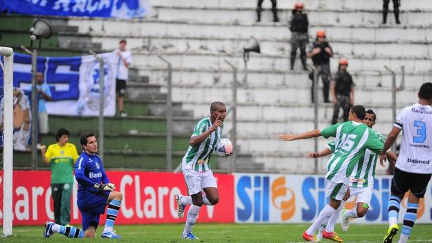 Zulu marca na vitória do Juventude sobre o Grêmio (Foto: Porthus Junior/Agência RBS)