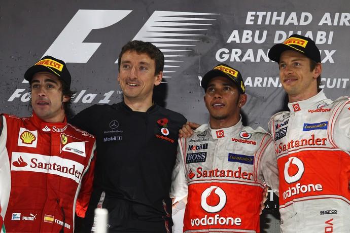 Jenson Button, Lewis Hamilton e Fernando Alonso em pódio de GP de Abu Dhabi de 2011 (Foto: Getty Images)