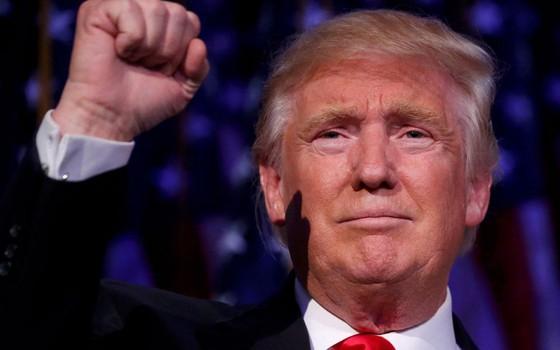 O presidente eleito dos EUA, Donald Trump, chega ao New York Hilton Midtown (Foto: SAUL LOEB/AFP)