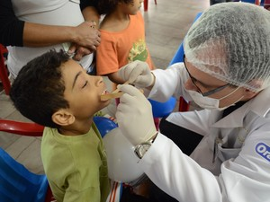 Dentistas voluntários participam do projeto 'Dentista do Bem' (Foto: Turma do Bem/Divulgação)