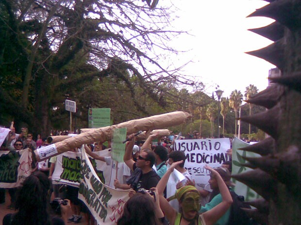 Marcha da Maconha Porto Alegre (Foto: Marcos Valim Hofmann/RBS TV)