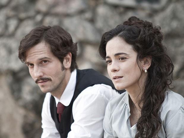 """Vladimir Brichta e Alice Braga faturaram prêmios por """"Muitos homens num só"""" (Foto: Divulgação)"""