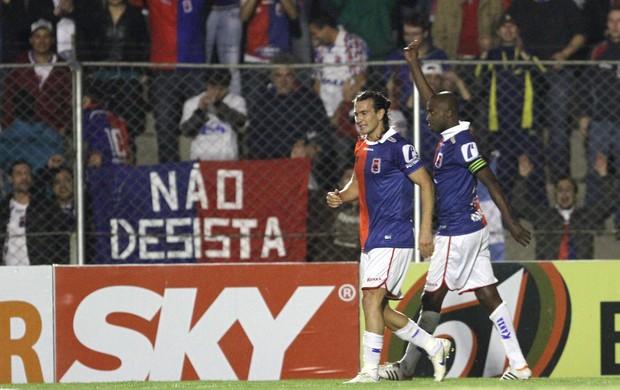 Reinaldo gol Paraná (Foto: Geraldo Bubniak / Agência Estado)