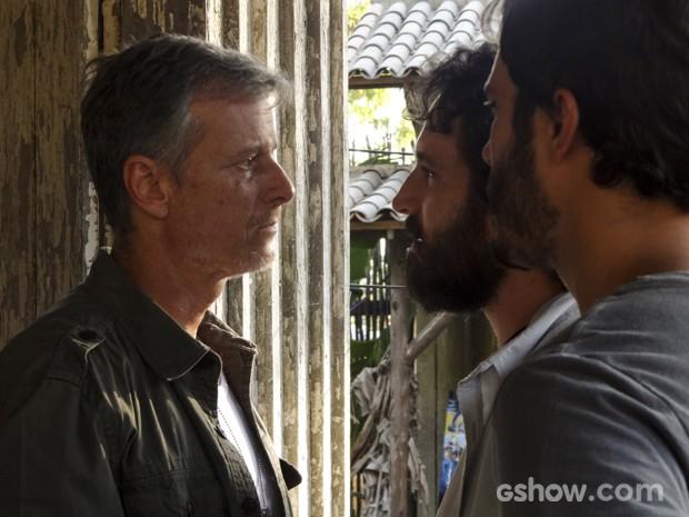 Kléber se irrita ao ver seus capangas presos e enfrenta André (Foto: Além do Horizonte/TV Globo)