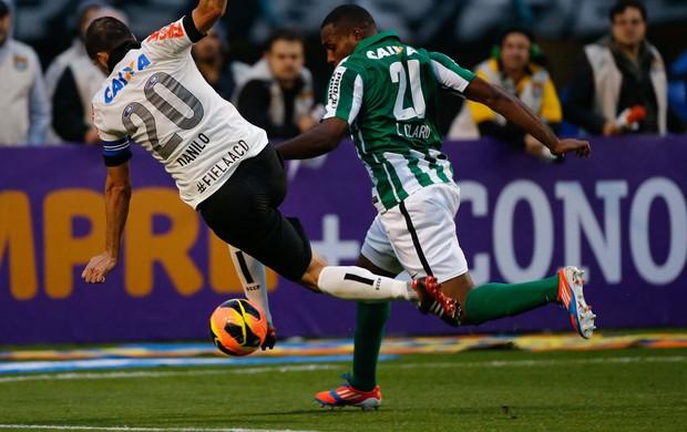 Danilo Corinthians e Luccas Claro do Coritiba (Foto: Leandro Martins / Ag. Estado)