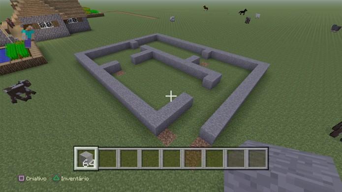 Comece a traçar linhas para quartos antes de erguer as paredes de sua casa em Minecraft (Foto: Reprodução/Rafael Monteiro)
