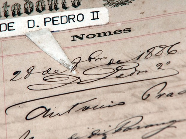 Documento com a assinatura de Dom Pedro II em Campinas (Foto: Reprodução EPTV)