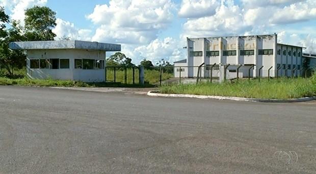 Terrenos de empresas que fecharam também devem ser desapropriados (Foto: Reprodução/TV Anhanguera)