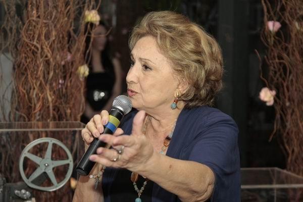 Eva Wilma fala ao público presente no lançamento da Exposição (Foto: Euricles Macedo/RPC TV)