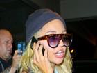 Amanda Bynes disfarça curativo no rosto com óculos escuros