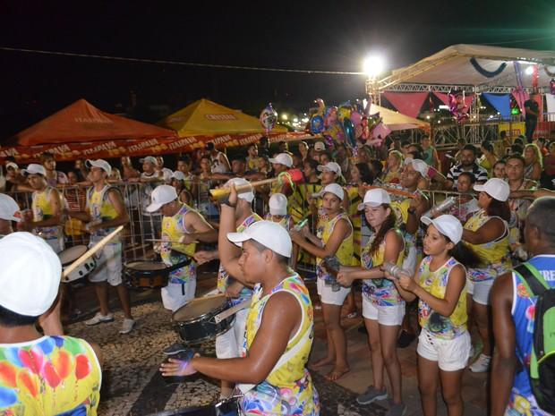 Samba ficou por conta do Bloco Seis é Demais, com participantes do bairro Seis de Agosto (Foto: Caio Fulgêncio/G1)