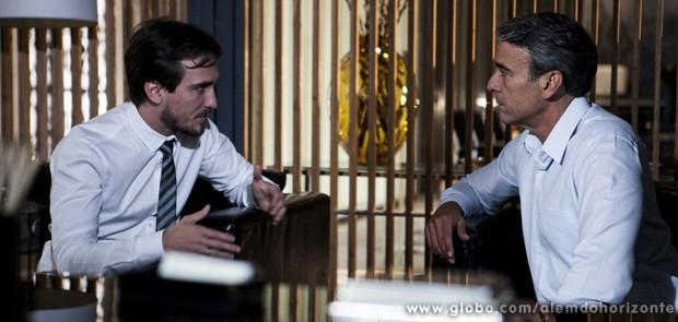 Marcelo conversa com o pai sobre sua relação com Heloísa (Foto: Felipe Monteiro/TV Globo)