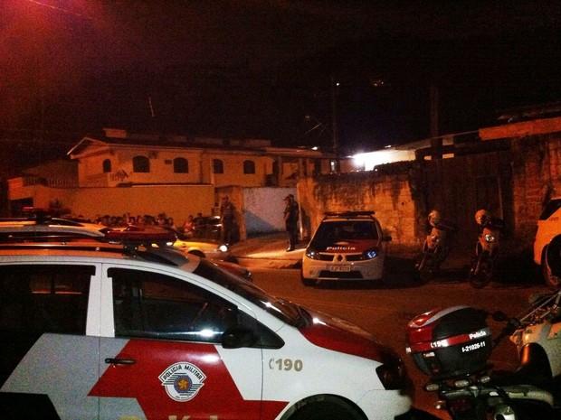 Crime aconteceu no Jardim Praiano, em Guarujá (Foto: Renan Fiuza / TV Tribuna)